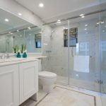 7 conseils pour nettoyer les parois de la douche en verre