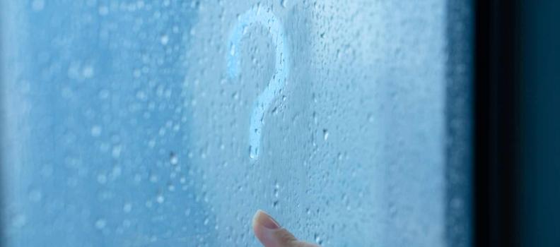 Comment éviter la formation de buée dans les fenêtres le matin?